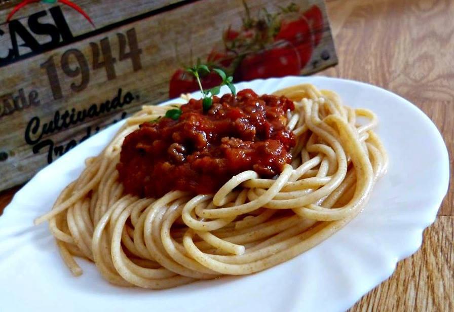 Boloňská omáčka na červeném víně a celozrnné špagety
