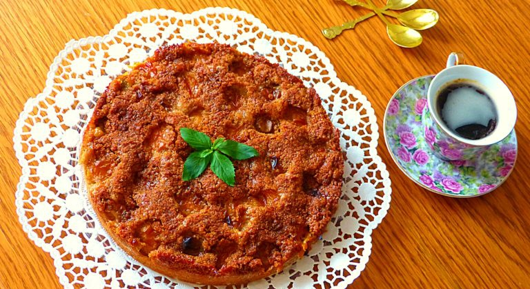 Cuketový koláč se špendlíky a karamelovou drobenkou (univerzální korpus - více možností kombinací - švestky, broskve, meruňky, třešně)