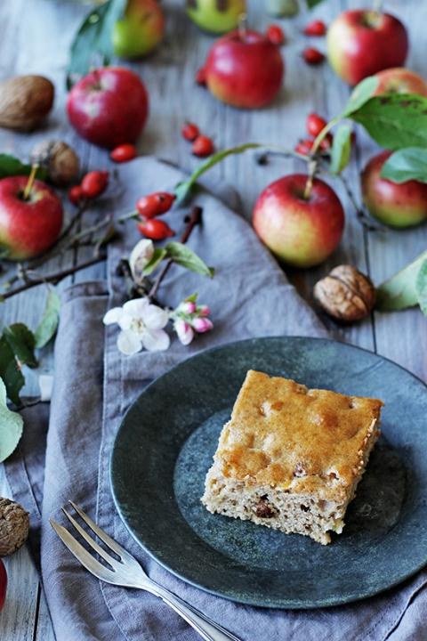Medový perník s jablky