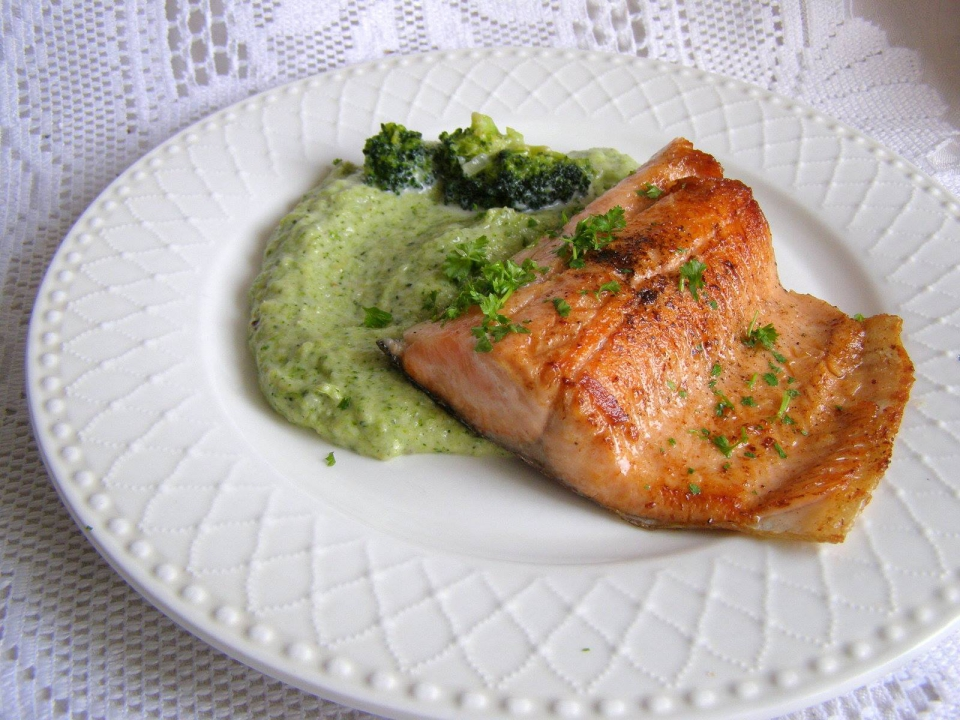 Lososovitý pstruh s brokolicovým pyré