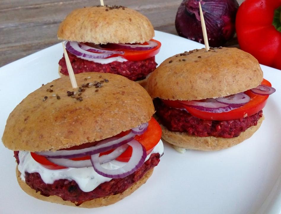 Mini burger z červené řepy