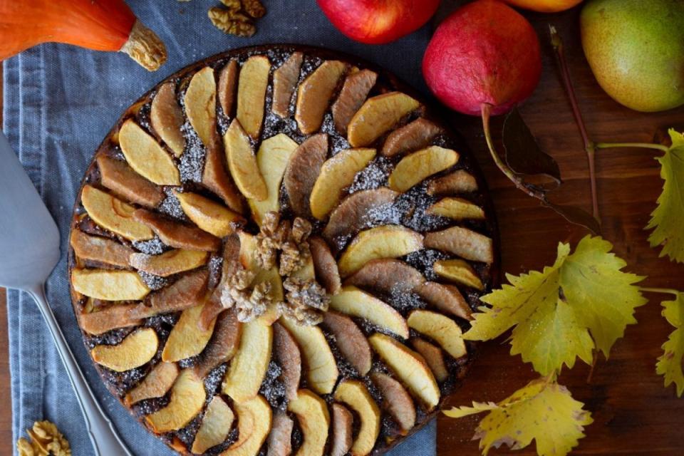 Dýňovo ořechový koláč s jablky a hruškami