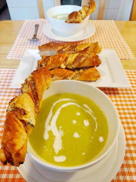 Hráškový krém a pikantní domácí pečivo s gorgonzolou